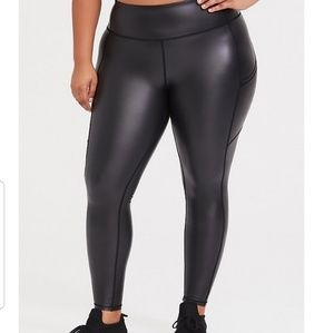 BLACK COATED CROP ACTIVE LEGGING WITH POCKETS